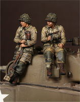 1 Lieutenant  and sergeant 101st Airborne Division on Sherman